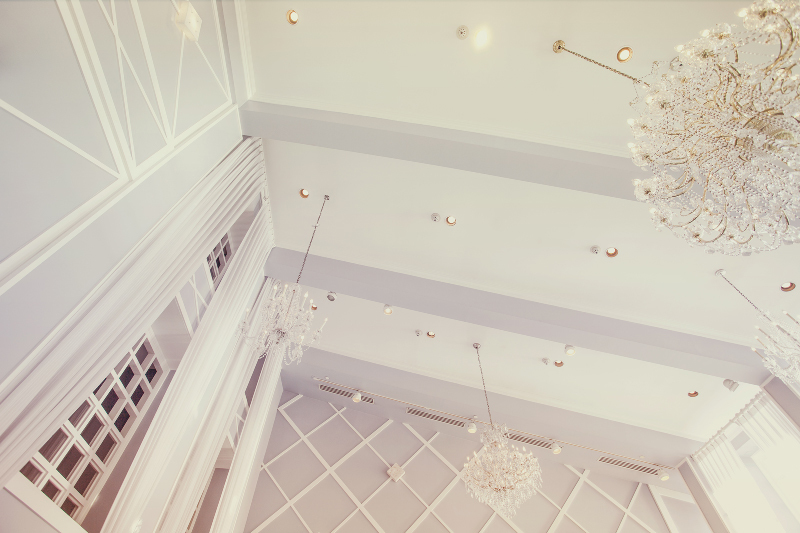 Elegant-wedding-venue-with-crystal-chandeliers.full