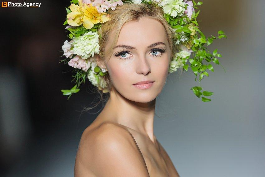 Pronovias-bridal-2014-wedding-dress-runway-show-statement-lashes.full