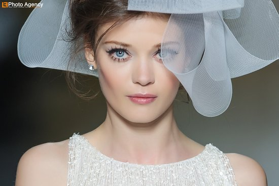 statement lashes wedding makeup inspiration Pronovias