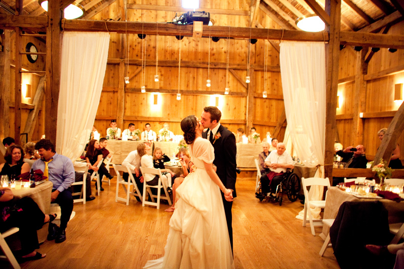 Rustic-barn-wedding-il-photographers-first-dance.full