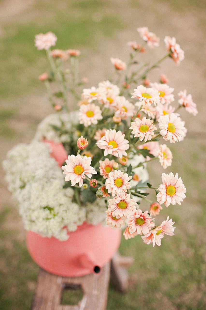 Pastel-peach-and-yellow-daisy-wedding-flowers.full