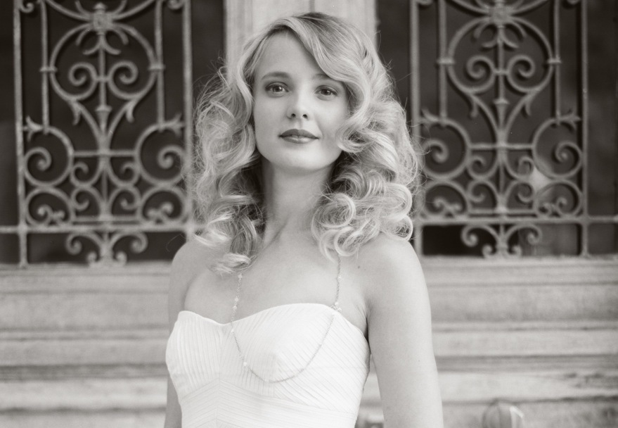 Bouncy-waves-all-down-wedding-hairstyle-medium-length.full