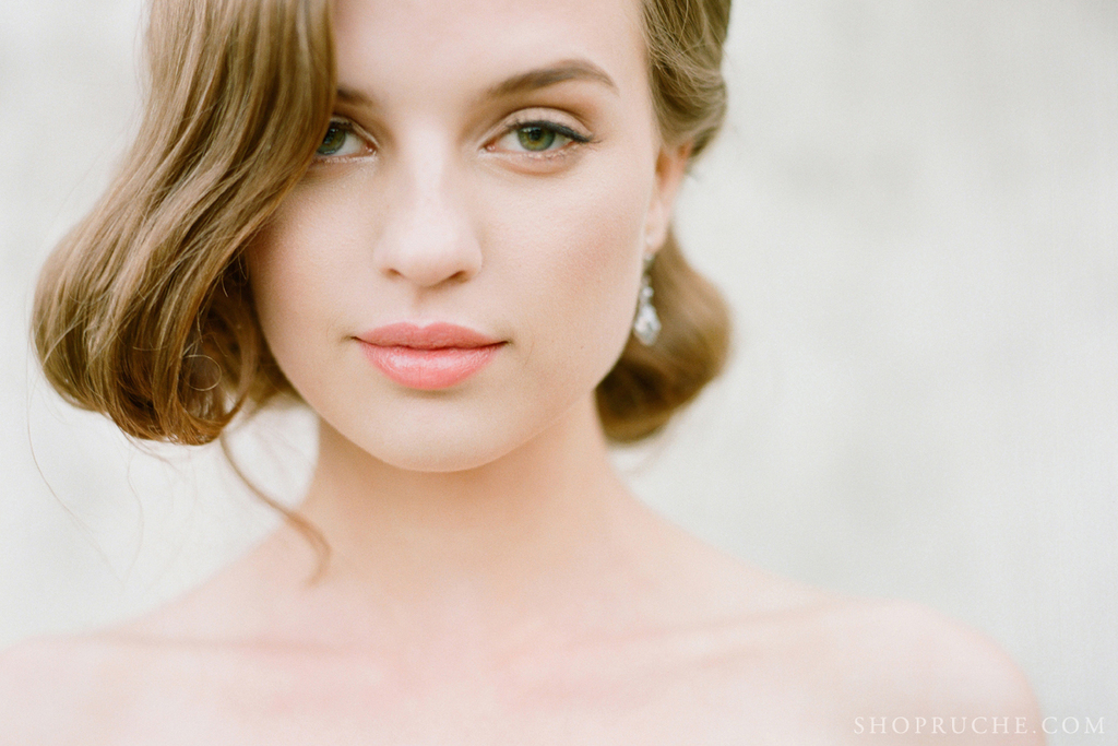 Bridal-beauty-inspiration-natural-makeup-vintage-hairstyle.full