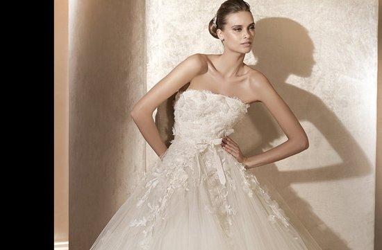 photo of Laertes wedding dress by Elie Saab, 2012