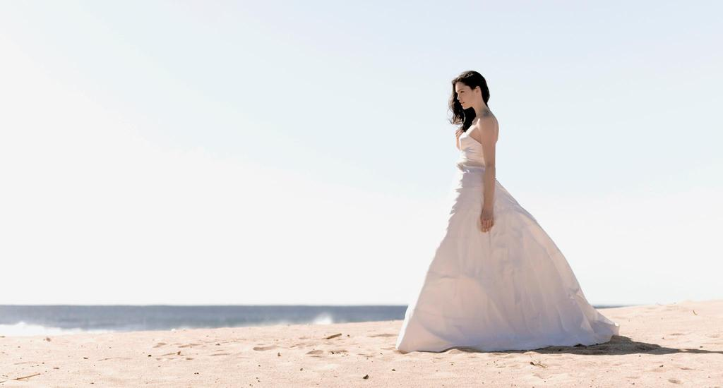 Stunning-2013-wedding-gowns-by-sarah-janks.full