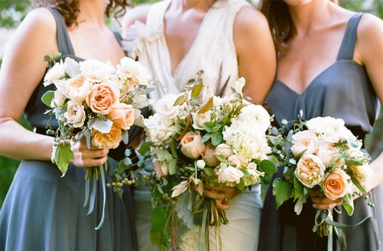 wedding photography must have photos bride with bridesmaids bridal bouquet