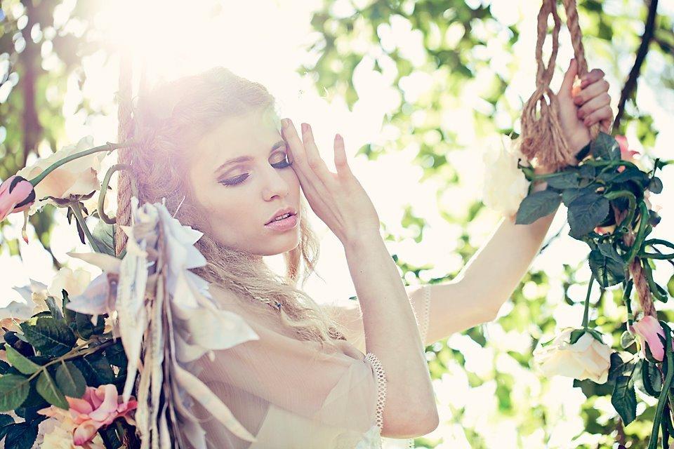 Ethereal-summer-wedding-ideas-bronze-natural-makeup.full