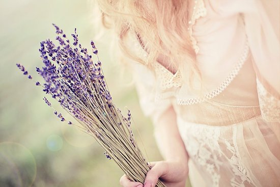 ethereal summer wedding ideas dried lavender bouquet