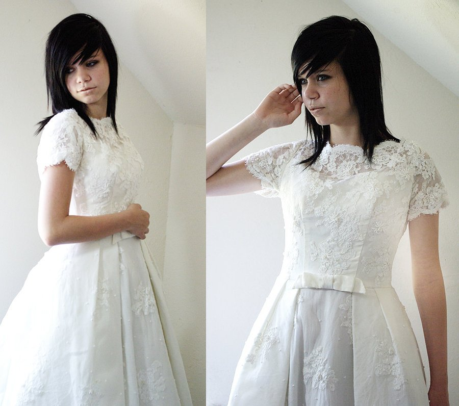 Wedding-dress-trends-2012-lace-cap-sleeves-vintage.full
