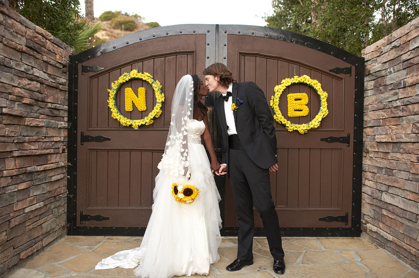 Unique-wedding-wreaths-of-daisies-with-couples-initials.full