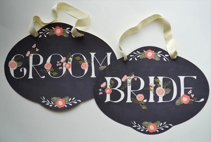 Chalkboard-wedding-signs-with-romantic-florals.full