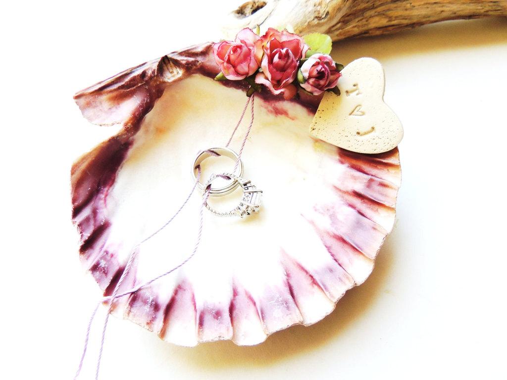 Whimsical-seashell-ring-bearer-dish-with-rosettes.full