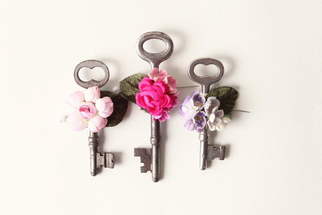 vintage key wedding boutonnieres with romantic flowers