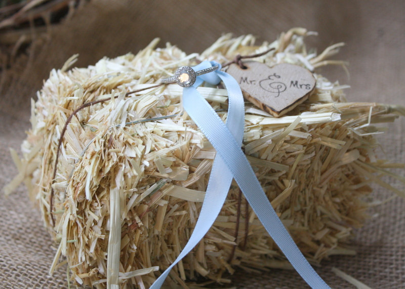 Hay-bale-ring-bearer-pillow-for-rustic-weddings.full