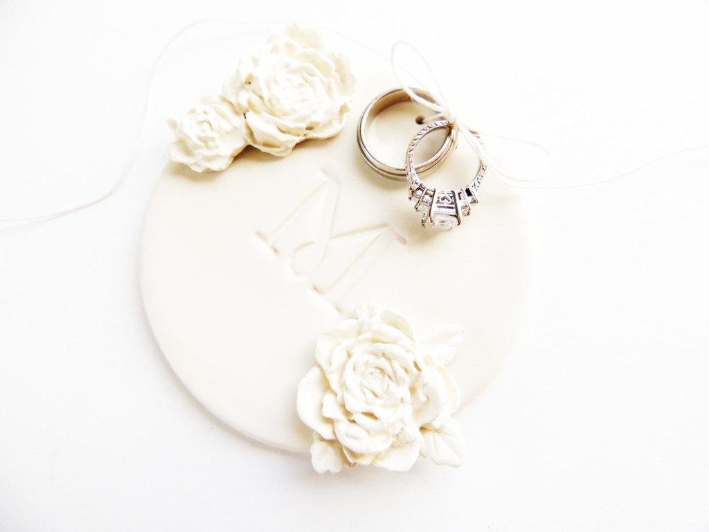 Monogrammed-ceramic-wedding-ring-bearer-dish.full