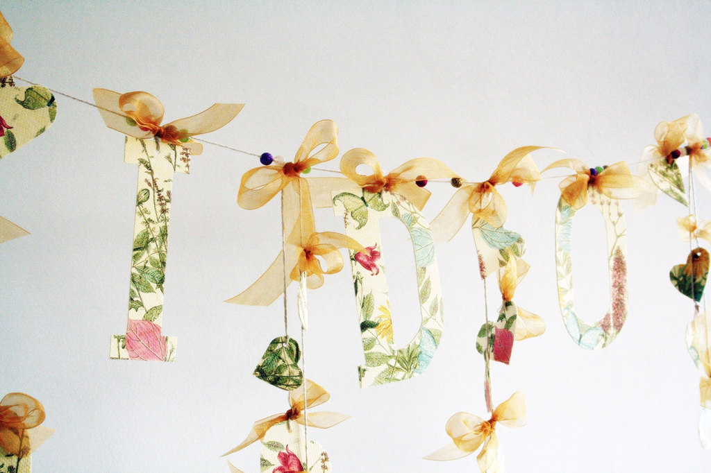 I-do-floral-hearts-wedding-garland.full