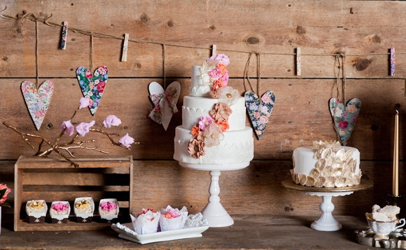 Rustic-wedding-cake-table-floral-heart-bunting.full