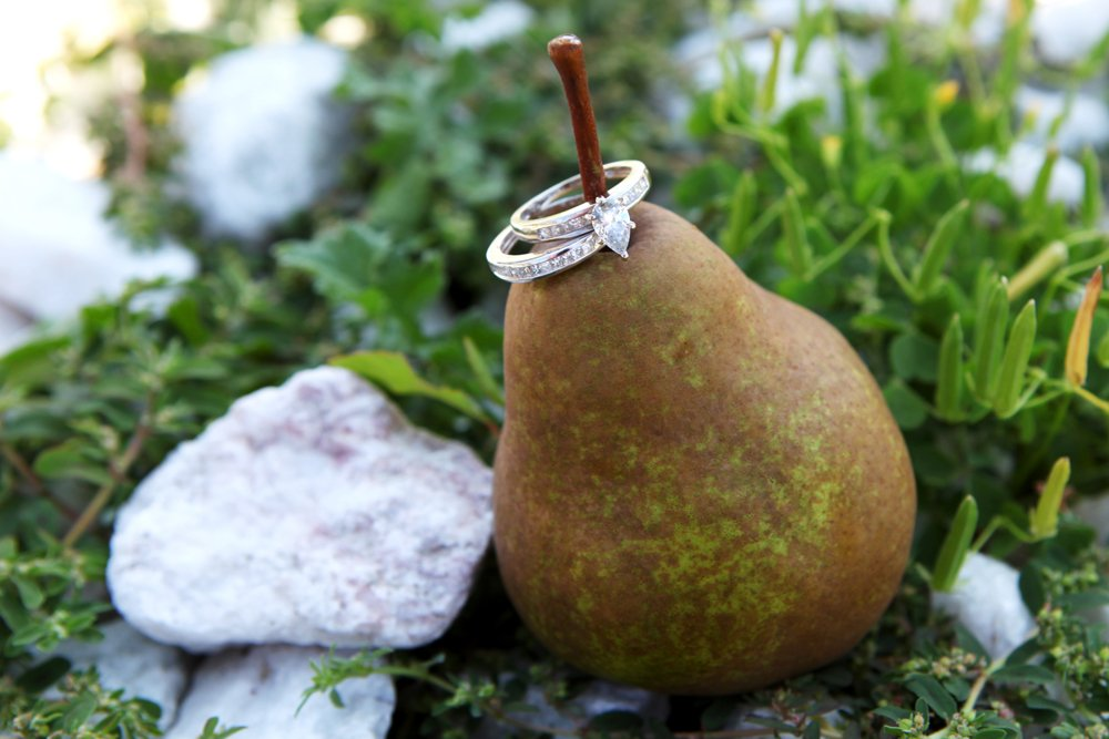 Pear-shaped-engagement-ring-wedding-photography.full