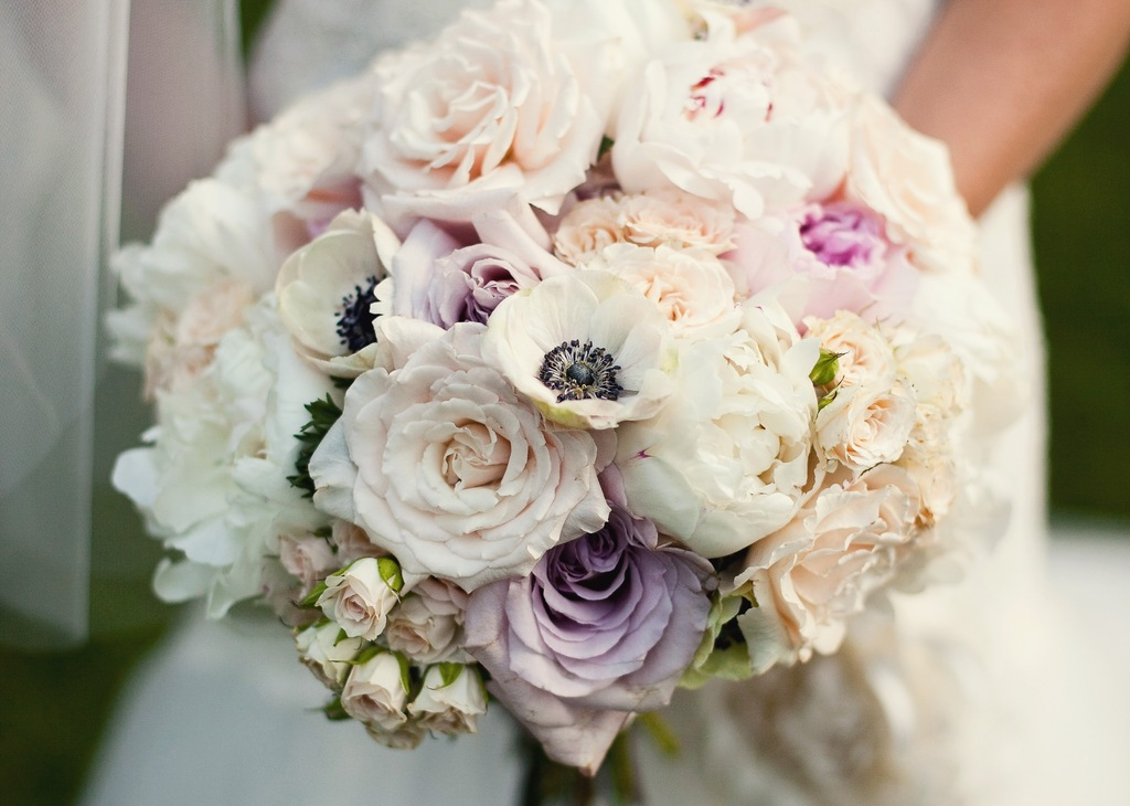 Romantic-summer-wedding-bouquet-with-roses-peonies-and-anemones.full