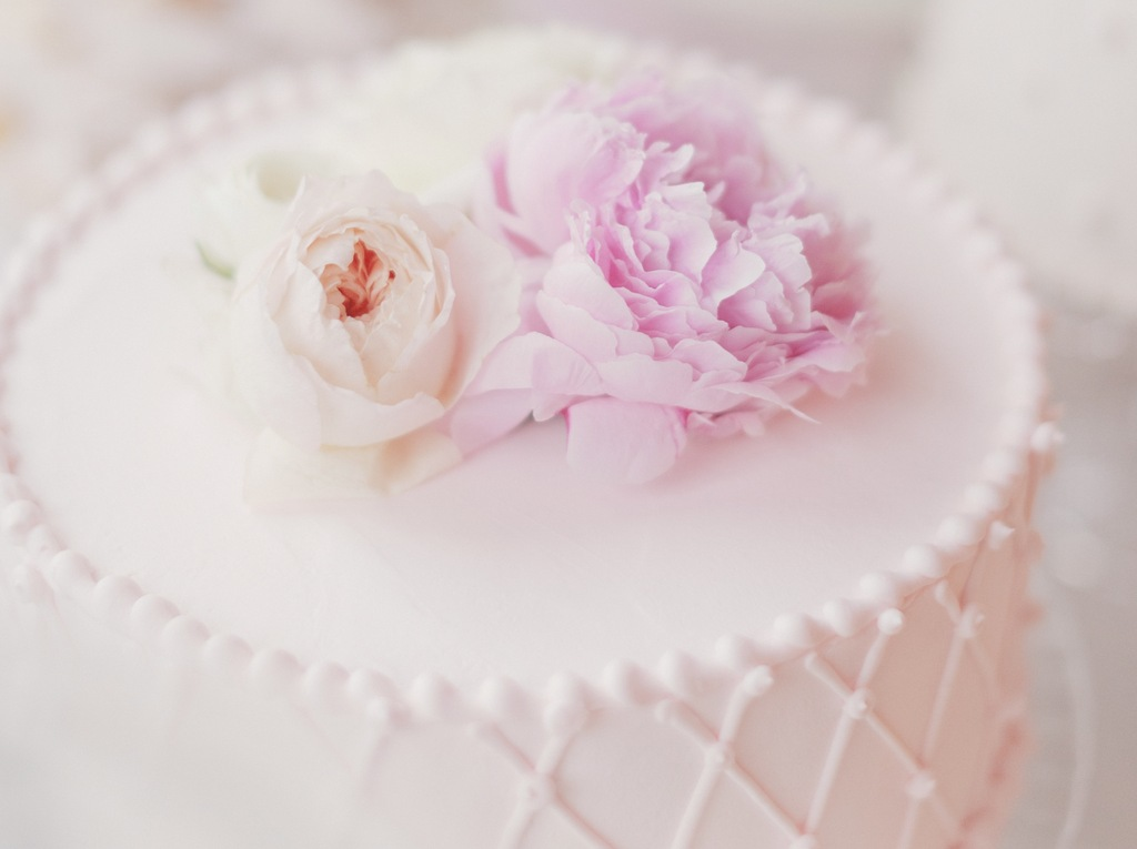 Romantic-wedding-cake-topped-with-pale-pink-peonies.full