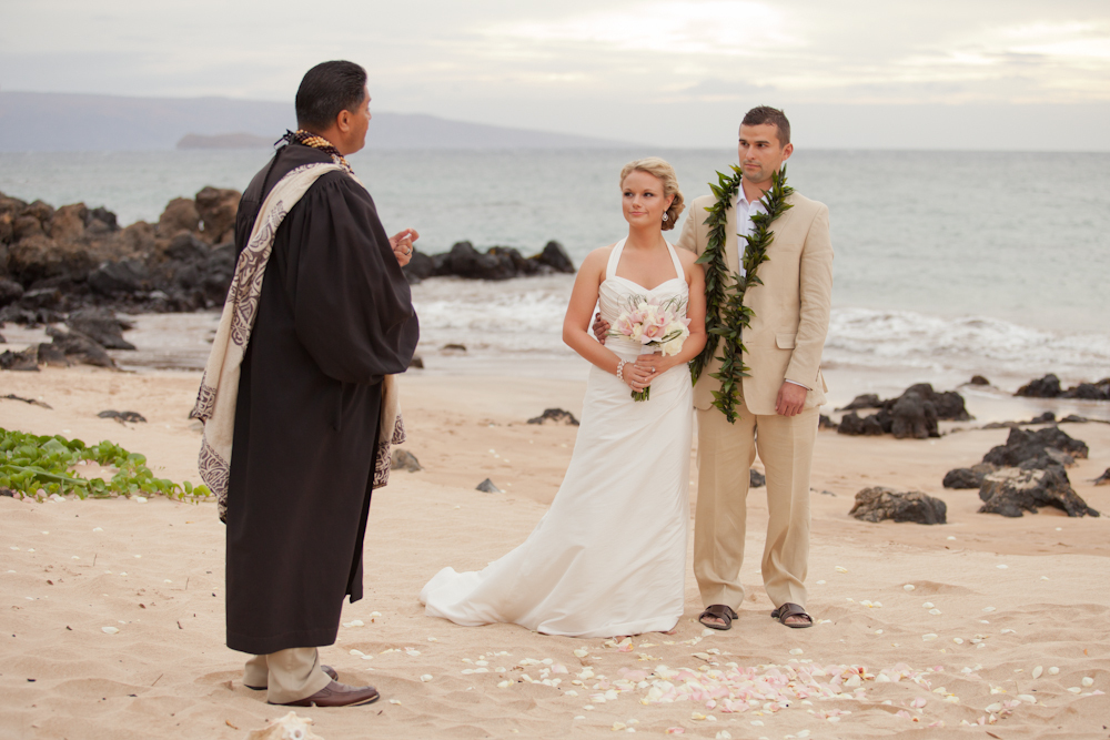 Intimate-wedding-on-the-beach-exchanging-vows.full