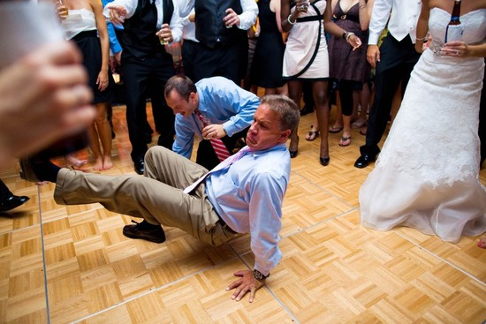 funny wedding photos reasons to stay sober at reception 3
