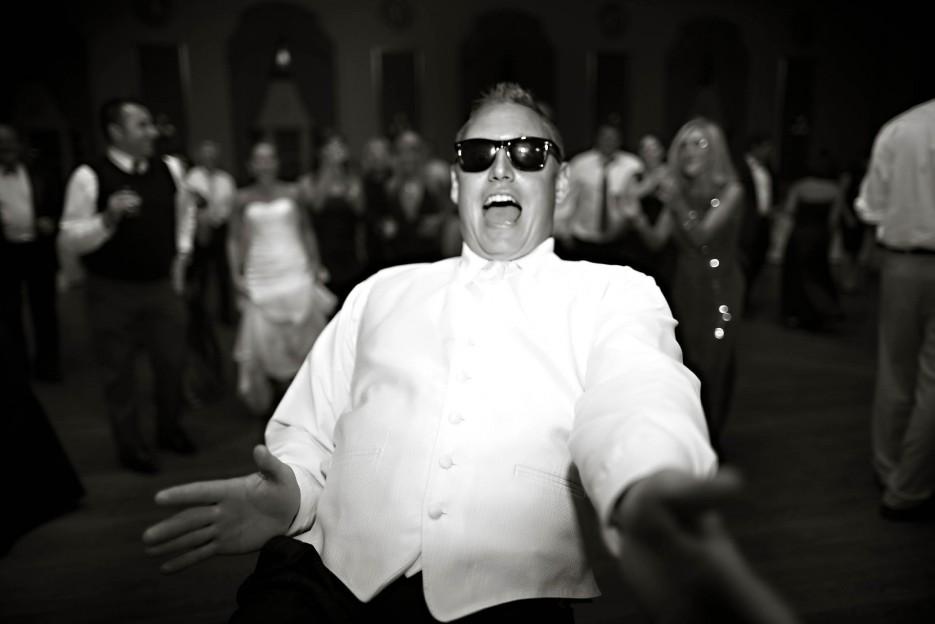 Blackmail-wedding-photos-drunk-groom.full