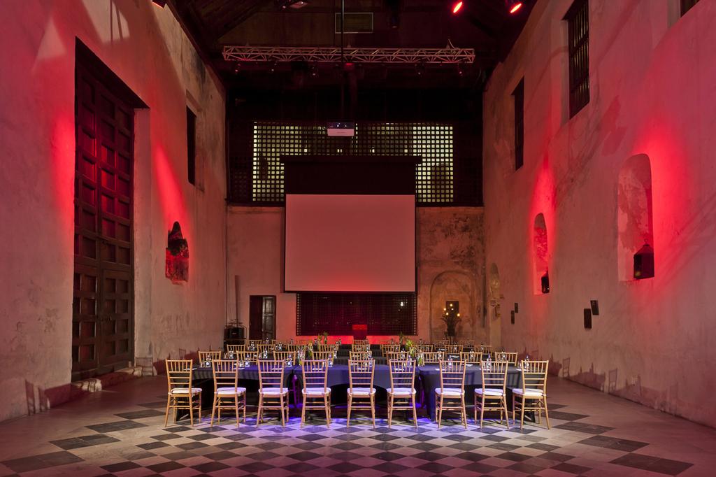 Wedding-reception-decor-inspiration-sofitel-cartagena-capilla.full