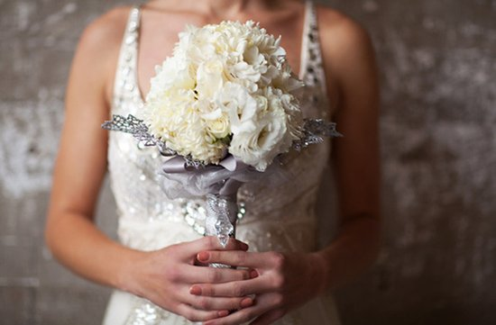winter wedding white bridal bouquet silver details