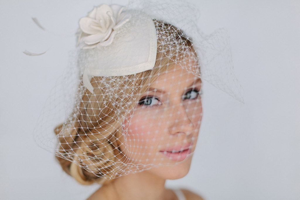 Vintage-inspired-wedding-hat-with-veil.full
