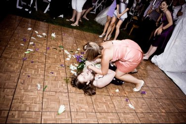 Wedding-traditions-bridal-bouquet-toss-4.full