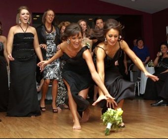 Wedding-traditions-bridal-bouquet-toss-3.full