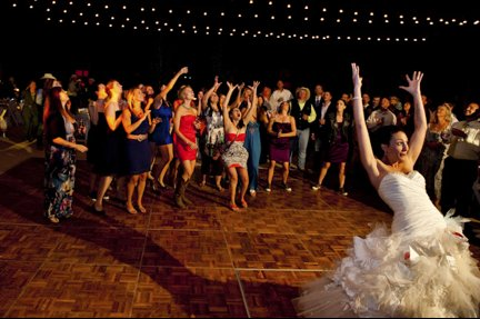Wedding-traditions-bridal-bouquet-toss-2.full
