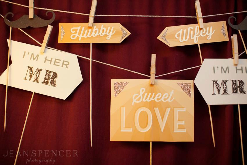 Sweet-love-wedding-photo-booth-props.full