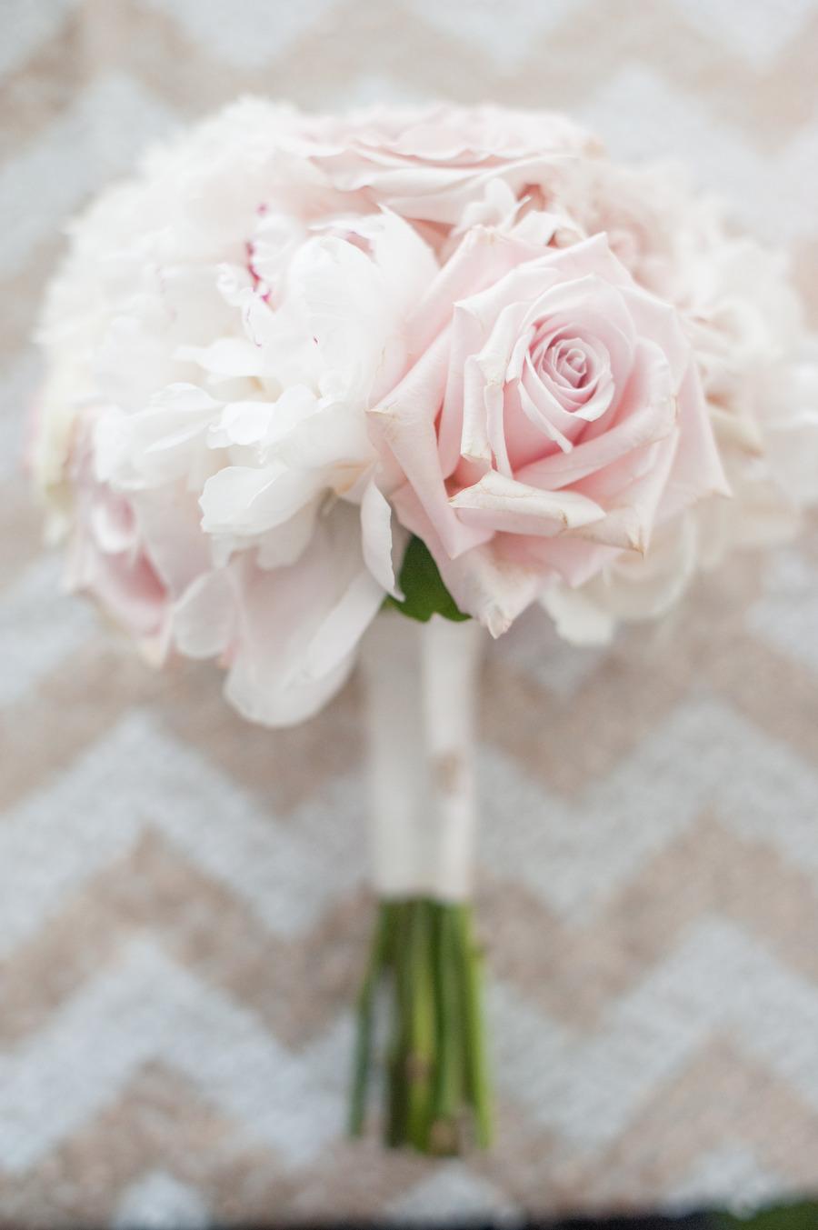 Romantic-bridal-bouquet-with-metallic-chevron-backdrop.full