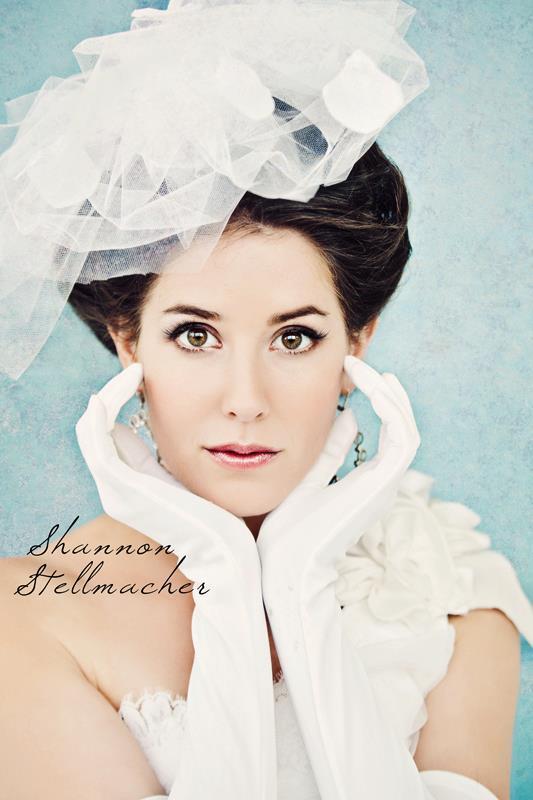 Vineyard-wedding-ideas-bridal-gown-headpiece-21.full