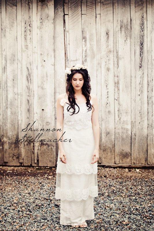 Vineyard-wedding-ideas-bridal-gown-headpiece-6.full