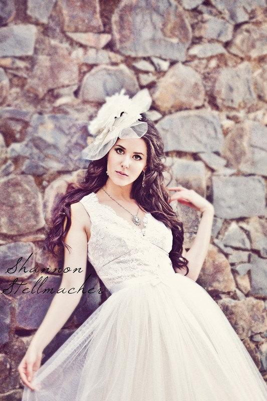 Vineyard-wedding-ideas-bridal-gown-headpiece-5.full