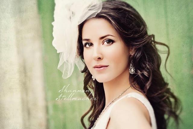 Vineyard-wedding-ideas-bridal-gown-headpiece-1.full