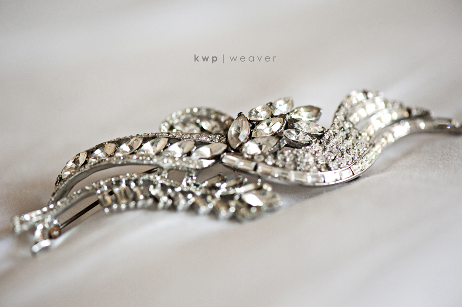 vintage wedding style wedding photography bridal hair brooch