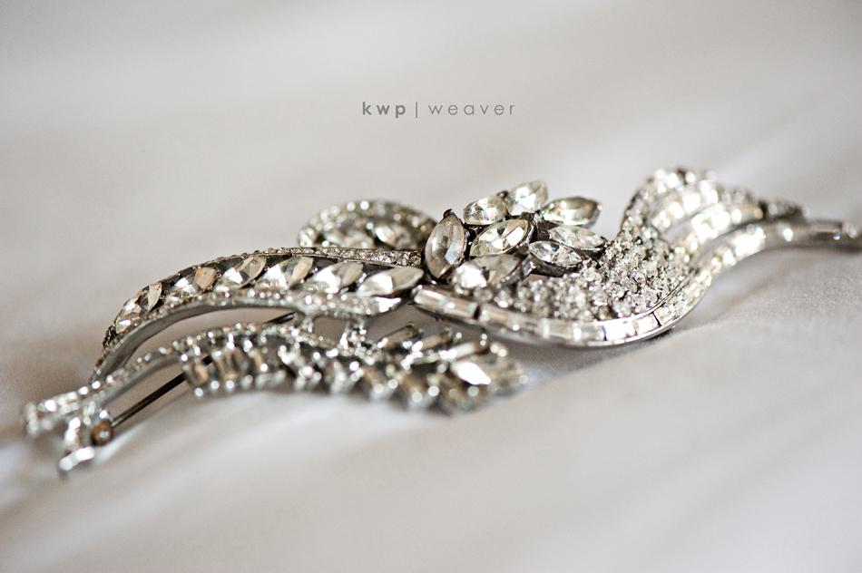 Vintage-wedding-style-wedding-photography-bridal-hair-brooch.full