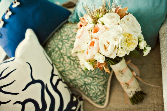 Navy ivory and aqua Hamptons wedding photos romantic bouquet