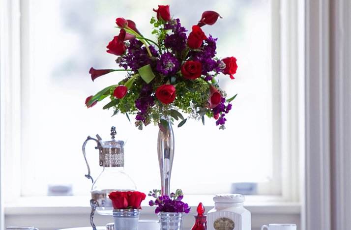 Purple-red-wedding-flower-centerpieces-silver-vase.full