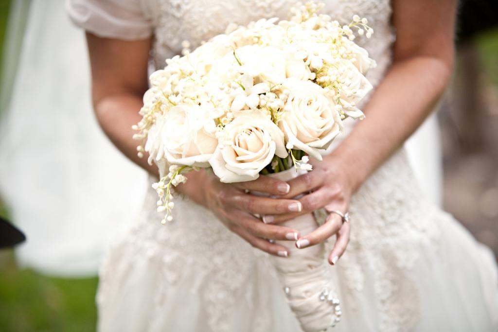 White-bridal-bouquet.full