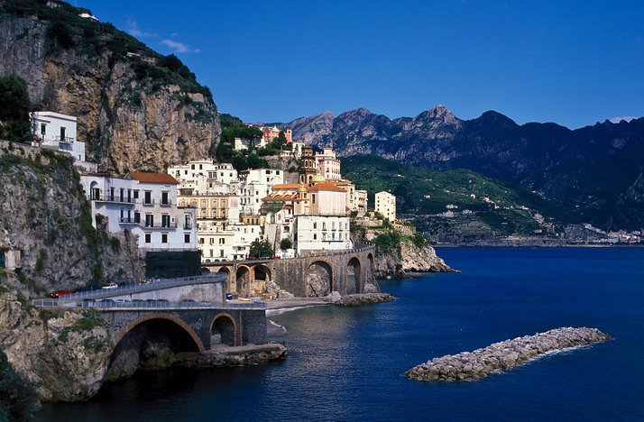 Top honeymoon destinations amalfi coast for Best wedding honeymoon destinations