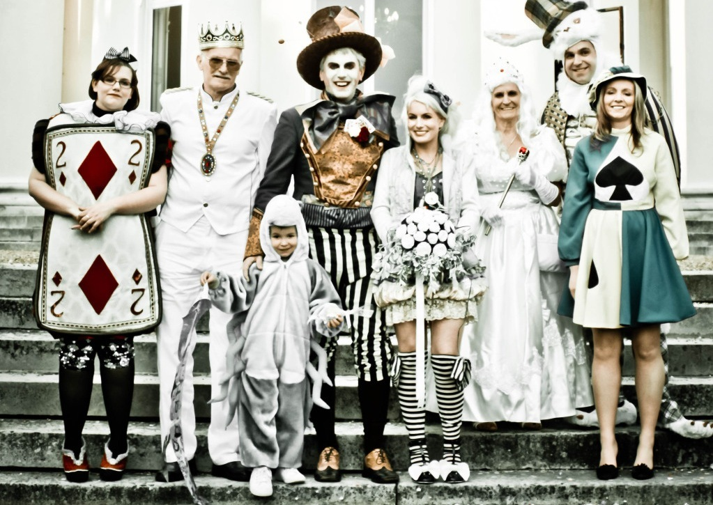 Funky-alice-in-wonderland-themed-wedding-party.full