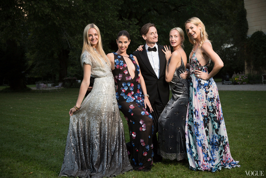Stylish wedding guests at Chanel ambassador Caroline Siebers wedding