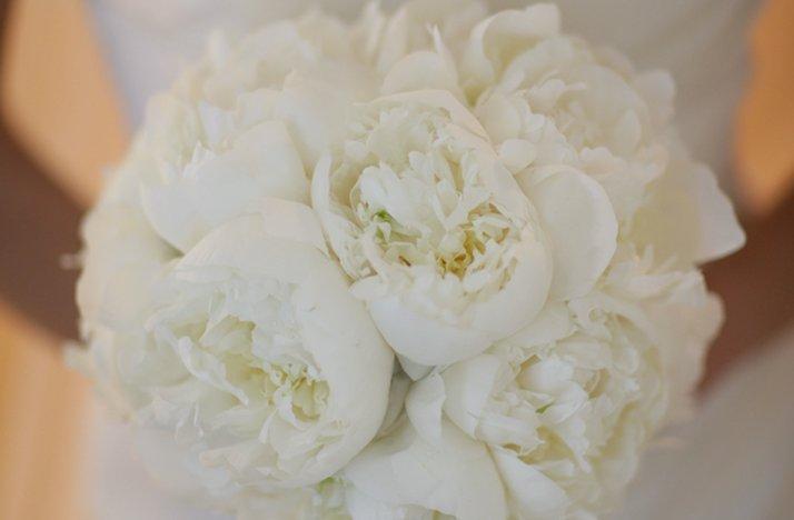 Au-elegant-rustic-real-wedding-peony-bridal-bouquet.full