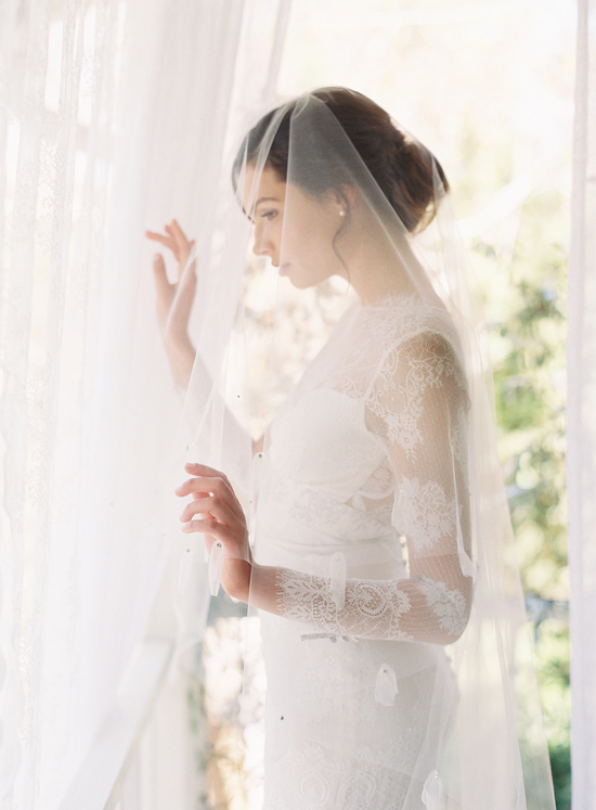 Romantic Hairstyle and Veil