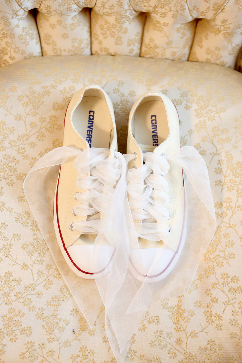 Ivory-converse-for-the-bride-to-wear-down-the-aisle.full